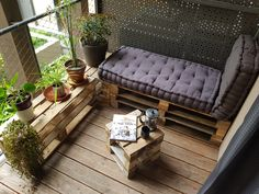Espace détente modulable - Balcon de 5m² (méridienne, pouf, table) Outdoor Sofa, Outdoor Furniture, Outdoor Decor, Diy Recycle, Barcelona Chair, Boho Decor, Balcony, Saint Denis, Lounge