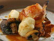 JR東西線「南森町」駅から徒歩5分のところにある【ノガラッツァ】は、フランス料理とイタリア料理を融合させた絶品創作イタリアンのお店です。