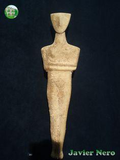 Ranuras horizontales poco profundas en el abdomen que denotan siete pliegues, probablemente indicando un nacimiento reciente. Tipo canónico, variedad Dokathismata. Museo del Arte Cicládico, Atenas.