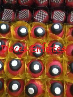 Festa Carros Disney (doces fondados com modelagem) Encomendas:(21) 2652-6583 www.docesenfeites.blogspot.com