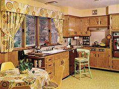Kitchen Home Decor Vintage Interior Design, Vintage Interiors, Retro Design, 1970s Kitchen, Vintage Kitchen, Retro Kitchens, Retro Appliances, British Kitchen Interior, Cheap Bathroom Remodel