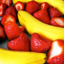 Strawberries aren't berries but a banana is Here's two facts rolled into one. A strawberry isn't a berry but what's even more bizarre is that a banana is a berry. Say what?! Yes. Bananas are berries and not fruits. Berries by definition technology are produced from single seeds. Keep in mind that berries are fruits fleshy produced from single ovaries. The pericarp of berries often times have tough skin and fleshy.