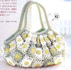 Lovely color combination!!!     BethSteiner: Bolsa de flores em crochê