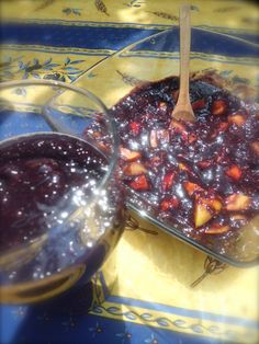 Zuppa fruttariana di more e pesche  ///  Blackberry and peach raw  vegan soup