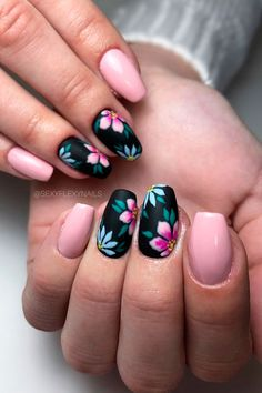 Stylish black floral nails with nude nails design blacknails Girls Nail Designs, Nail Art Designs, Nails Design, Salon Design, Stylish Nails, Trendy Nails, Perfect Nails, Gorgeous Nails, Diy Ongles
