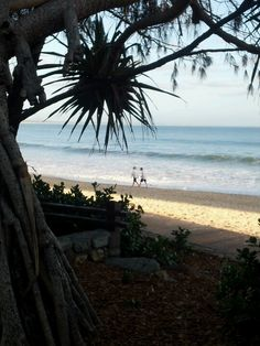 Luxury stretch limos and sedans for weddings, airport transfers and excursions from the Sunshine Coast to Brisbane, Queensland, Australia. Australia Living, Queensland Australia, Sunshine Coast, Ocean Waves, Holiday Destinations, Beautiful Beaches, Places To Go, Surfing, National Parks