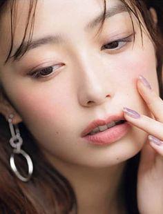 宇垣美里 : 顔アップ特集 [綺麗な女優・アイドル・モデル、芸能人の顔アップ画像研究所(顔面アップ同好会~顔好きによる顔好きのための好きサイト)] Japanese Makeup, Japanese Beauty, Asian Beauty, Natural Beauty, Korean Eye Makeup, Asian Makeup, Emo Girls, Sexy Asian Girls, Prity Girl