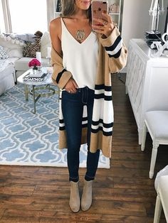 cool 48 Popular Fall Outfits To Update Your Wardrobe https://fashioomo.com/2018/06/04/48-popular-fall-outfits-to-update-your-wardrobe/
