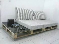 Pallet Furniture Top 28 Insanely Genius DIY Pallet Indoor Furniture Designs That Everyone Must See - Pallets typically we can see on construction sites and warehouses, but also in almost every new apartment. Did you know that old and unusable pallets can Indoor Furniture Design, Outdoor Furniture Inspiration, Furniture Projects, Furniture Plans, Bedroom Furniture, Home Furniture, Pallet Sofa Tables, Diy Pallet Couch, Diy Sofa