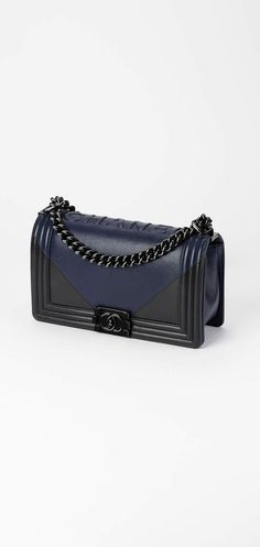 Best Women's Handbags & Bags : Chanel available at Luxury & Vintage Madrid, the world's best selection of contemporary and vintage bags, discover our new arrivals Breitling Navitimer, Burberry Handbags, Chanel Handbags, Designer Handbags, Burberry Bags, Design Bleu, Sacs Design, Burberry Women, Black Cross Body Bag