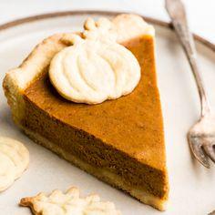 The BEST Pumpkin Pie Recipe from Scratch! This easy pumpkin pie is the only pumpkin pie recipe you'll ever need! The BEST Pumpkin Pie Recipe from Scratch! This easy pumpkin pie is the only pumpkin pie recipe you'll ever need! Fresh Pumpkin Pie Recipe, Pumpkin Pie From Scratch, Perfect Pumpkin Pie, Low Carb Pumpkin Pie, Best Pumpkin Pie, Vegan Pumpkin Pie, Pumpkin Pie Bars, Homemade Pumpkin Pie, Pumpkin Pie Recipes