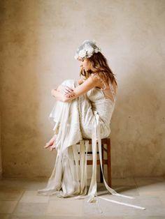 Like the dress and the headpiece!