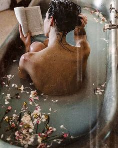 Image about photography in Aesthetic by ♕Lara♕ Milk Bath Photography, Creative Photography, Portrait Photography, Photographie Portrait Inspiration, Shooting Photo, Aesthetic Pictures, Moka, Freshman, Flowers