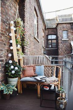DIY plant ladder for the small city balcony - Terrasse, Balkon & Garten Small Balcony Decor, Balcony Plants, Balcony Garden, Outdoor Retreat, Outdoor Spaces, Outdoor Living, Outdoor Decor, Apartment Balcony Decorating, Apartment Balconies