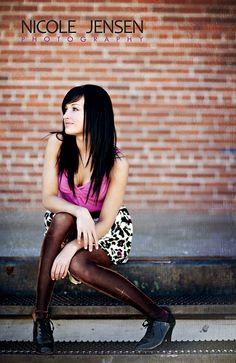 Inspiration - Poses for Women Female Senior Portraits, Senior Portrait Poses, Senior Girl Poses, Female Poses, Female Portrait, Senior Session, Senior Photos Girls, Senior Girls, Girl Photos