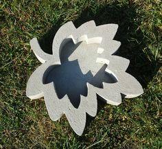 Other – Beton Giessform - Wunderschöne Blattschale ! – a unique product by BIF-Hermes on DaWanda Concrete Casting, Concrete Molds, Concrete Art, Concrete Projects, Cement Flower Pots, Papercrete, Diwali Craft, Leaf Bowls, Woodworking Projects Diy