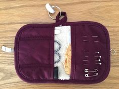 potholder sewing kit - Sew Many Ways. Sewing Blogs, Easy Sewing Projects, Sewing Hacks, Sewing Tutorials, Sewing Crafts, Sewing Kits, Sewing Ideas, Craft Projects, Sewing Patterns Free