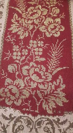 Red Pattern, Christmas Cross, Shag Rug, Diy And Crafts, Cross Stitch, Embroidery, Rugs, Flowers, Design