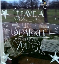 nl raamtekening# kerst# leave a little sparkle wherever you go# stars# chalkmarkers# christmas# window# Chalk Pens, Chalk Markers, Christmas Window Display, Christmas Decorations, Christmas Windows, Office Decorations, Window Writing, Window Markers, Vitrine Design