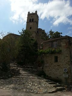 Eus (Languedoc-Roussillon, France). Beaux Villages, France, Mount Rushmore, Mountains, Mansions, House Styles, Nature, Travel, Naturaleza