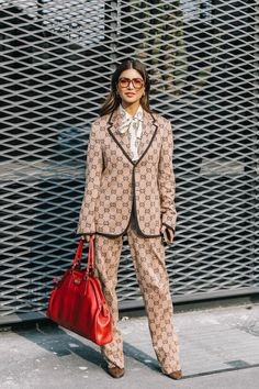 As much as I love Gucci this is horrendous. - Gucci Suit - Ideas of Gucci Suit - As much as I love Gucci this is horrendous. High Fashion Outfits, Fashion 2017, Casual Outfits, Womens Fashion, Fashion Trends, Milan Fashion, Autumn Street Style, Street Style Women, Milano Fashion Week