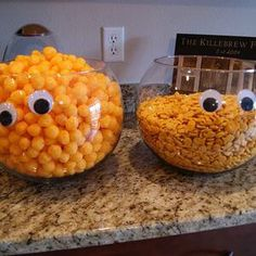 Next year Im having a Halloween party! Add googly eyes to the serving bowls for Halloween party. Bonbon Halloween, Soirée Halloween, Halloween Food For Party, Holidays Halloween, Halloween Birthday Parties, Halloween Birthday Decorations, Halloween Kid Treats, Holloween Ideas For Kids, Male Halloween Costumes