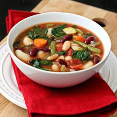 Packed with vegetables! Slow-Cooker Minestrone Soup