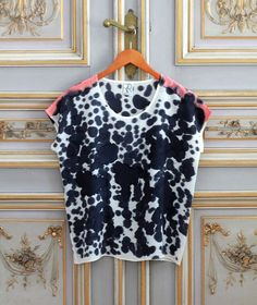 Love this silk hand painted shirt. I'd love to try this as a DIY project...maybe on a pair of flowy silk pants!