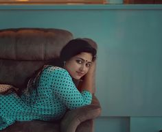 Anu Sithara Latest HD pictures and wallpapers - NatoAlpabet Cute Beauty, Beauty Full Girl, Beauty Women, Indian Photoshoot, Saree Photoshoot, Indian Actress Hot Pics, South Indian Actress, Actress Photos, Beautiful Girl Indian