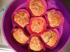 Mmmmmoeilijk lekkere amandel, kokos, appel muffins:  Amandelmeel 1/2 Havermout 1/2 1 banaan 1 á 2 eieren, geklopt 2 eetlepels appelmoes 2 theelepels amandelpasta 2 theelepels bakpoeder Kokos Chai zaad Gebroken lijnzaad Vanille extract Vanille suiker 1/3 zakje Koekkruiden