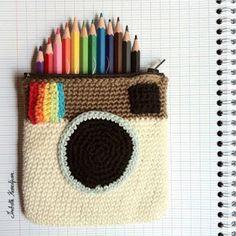 Marvelous Crochet A Shell Stitch Purse Bag Ideas. Wonderful Crochet A Shell Stitch Purse Bag Ideas. Crochet Pencil Case, Crochet Case, Crochet Diy, Crochet Purses, Love Crochet, Crochet Crafts, Yarn Crafts, Crochet Projects, Diy Crafts