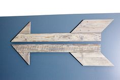 "Whether it's ""where's the bathroom?"" or ""where's the party?"" ... this arrow made out of pallet wood & Rust-Oleum Ultimate Wood Stain is an easy DIY project for wall decor!"