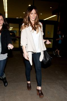 Kate Beckinsale Photos - Kate Beckinsale casually arrives at LAX (Los Angeles Interational Airport). - Kate Beckinsale at LAX
