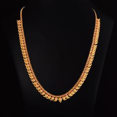 Looking for gold and diamond jewellery? Vummidi has the best collection of diamond rings, diamond earrings and gold jewellery, handcrafted to perfection. Gold Bangles Design, Gold Earrings Designs, Gold Jewellery Design, Necklace Designs, Handmade Jewellery, Jewellery Box, Jewelry Shop, Real Gold Jewelry, Gold Jewelry Simple