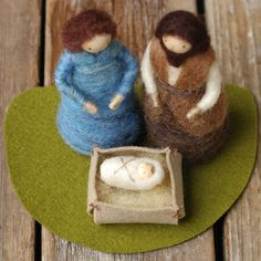 Holy Family  Needle Felted Nativity Scene par BossysFeltworks, $85.00 Wet Felting, Needle Felting, Diy Projects To Try, Project Ideas, Waldorf Crafts, 3d Figures, Nativity Scenes, Christian Christmas, Holy Family