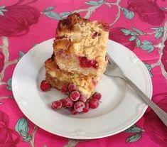 Carmelitas valkosuklaalla ja herukoilla Pancakes, French Toast, Baking, Breakfast, Food, Desserts, Postres, Crepes, Patisserie