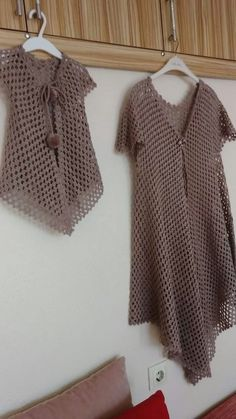 Diy Crafts - Women's Vest Looks Like Fencer Vest Source: Japanese Magazine We are want to say thanks if you like to share Häkeln Muster, Bluse, Strick Crochet Poncho With Sleeves, Gilet Crochet, Crochet Poncho Patterns, Tunic Pattern, Crochet Jacket, Crochet Cardigan, Crochet Shawl, Crochet Top, Top Pattern