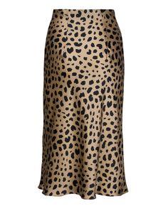 Shop Réalisation's range of style, silk, slip skirts. Including our famous Naomi - Wild Things, leopard print, midi skirt. Animal Print Skirt, Leopard Print Skirt, Jupe Midi Leopard, Dame Chic, Look Blazer, Satin Midi Skirt, Silk Dress, Slip Skirts, Midi Skirts