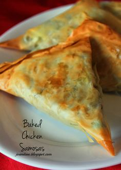 Samosas are one of my favorite Indian treats. All that spicy, flaky goodness just makes me drool. The thing is - they are usually deep . Samosa Recipe, Pakora Recipes, Japanese Street Food, Thai Street Food, Indian Snacks, Indian Food Recipes, Pillsbury Crescent Recipes, Snack Recipes, Cooking Recipes