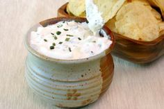 Try our Herbed Garlic Cheese Spread, using Oikos Greek yogurt as a substitute ingredient for your recipes. Appetizer Dips, Yummy Appetizers, Appetizer Recipes, Garlic Cheese Spread Recipe, Sauce A La Creme, Pesto, Greek Yogurt Recipes, Spicy Dishes, Sour Cream And Onion