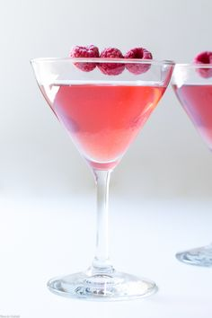 Raspberry Gimlet is a seasonal twist on the classic gin-based cocktail. Raspberry infused gin mixed with lime juice for an elegant, straightforward cordial. Gin Infusion Recipe, Gimlet Recipe, Cocktail Shaker Recipes, Gin Based Cocktails, Raspberry Gin, Simple Syrup, Lime Juice, Yummy Drinks, Cooking