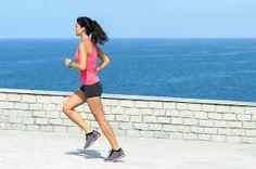 Buiten sporten is heel gezond. Daarbij is het ook gewoon leuk om te doen. Bekijk hier 10 leuke sportoefeningen die je in de buitenlucht kunt uitvoeren.
