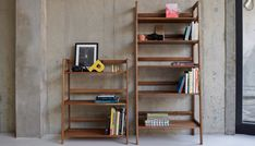 AGNES medium shelving unit is made of solid walnut, imagined by designers duo Kay + Stemmer Colonel shop. Decoration and design furniture. Solid Wood Furniture, Vintage Furniture, Storage Boxes, Storage Shelves, Shelving Units, Media Storage, Etagere Design, Standing Shelves, Modern Bookcase