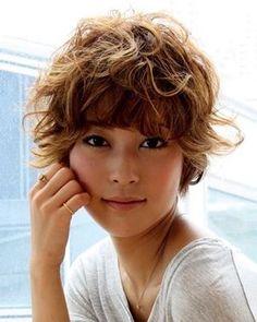 Short chic and curls. Sunday inspiration for the week ahead #hongkongsalon #thestrandhongkong  #shorthair #volume #softwaves #asianhair #cute #permedhair #shorthairstyles