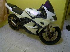 Sudah tak asing lagi bagi sebagian orang yang memiliki Kawasaki Ninja 150RR. Hampir kebanyakan penyakit yang sering dialami motor ini adalah kabel gas yang sering nyangkut. Itu disebabkan karena skep pada karburator nyangkut karena cuaca yang lembab dan selalu kena hujan pada saat dipakai atau keadaan parkir.