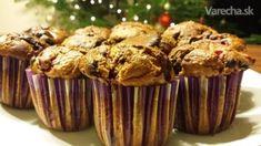 Veľmi jednoduché a dobré muffinky s kúskami ovocia :) V práci mali obrovský úspech a keďže som dostala od kolegu krásne silikónové formičky ako darček na Vianoce, musela som ich hneď vyskúšať :) Dajú sa robiť rôzne variácie - kakaové s čokoládou, jablkové, marhuľové... Czech Recipes, Cupcake Cookies, Cooker, Muffins, Breakfast, Food, Basket, Morning Coffee, Muffin