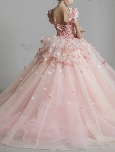Little rainbow book, poisoned-apple: Yumi Katsura haute couture gowns. Pink Wedding Dresses, Wedding Gowns, Tulle Wedding, Ball Dresses, Ball Gowns, Haute Couture Gowns, Couture Dresses, Fairytale Dress, Fantasy Dress