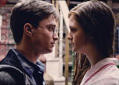 Awesome essay on Why Harry Picked Ginny- book version. This is for everyone who always asks me why Hermione never ended up with Harry. Hermione has always been meant for Ron and likewise Ginny has always been meant for Harry. Images Harry Potter, Harry Potter Love, Harry Potter Fandom, Harry Potter World, Fantasia Harry Potter, Mundo Harry Potter, Daniel Radcliffe, Harry E Gina, Hogwarts