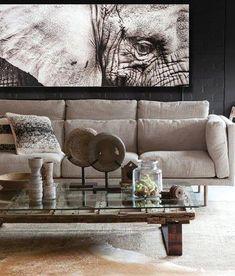 Supreme Mouldings: A Celebration of Modern African Décor - SA Decor & Design Safari Home Decor, Ethnic Home Decor, African Home Decor, Tribal Decor, Living Room Furniture Arrangement, Living Room Decor, Safari Living Rooms, Decor Room, Wall Decor