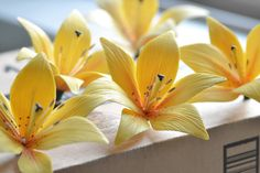 How to Make Gum Paste Lilies (Tutorial) | Building Buttercream